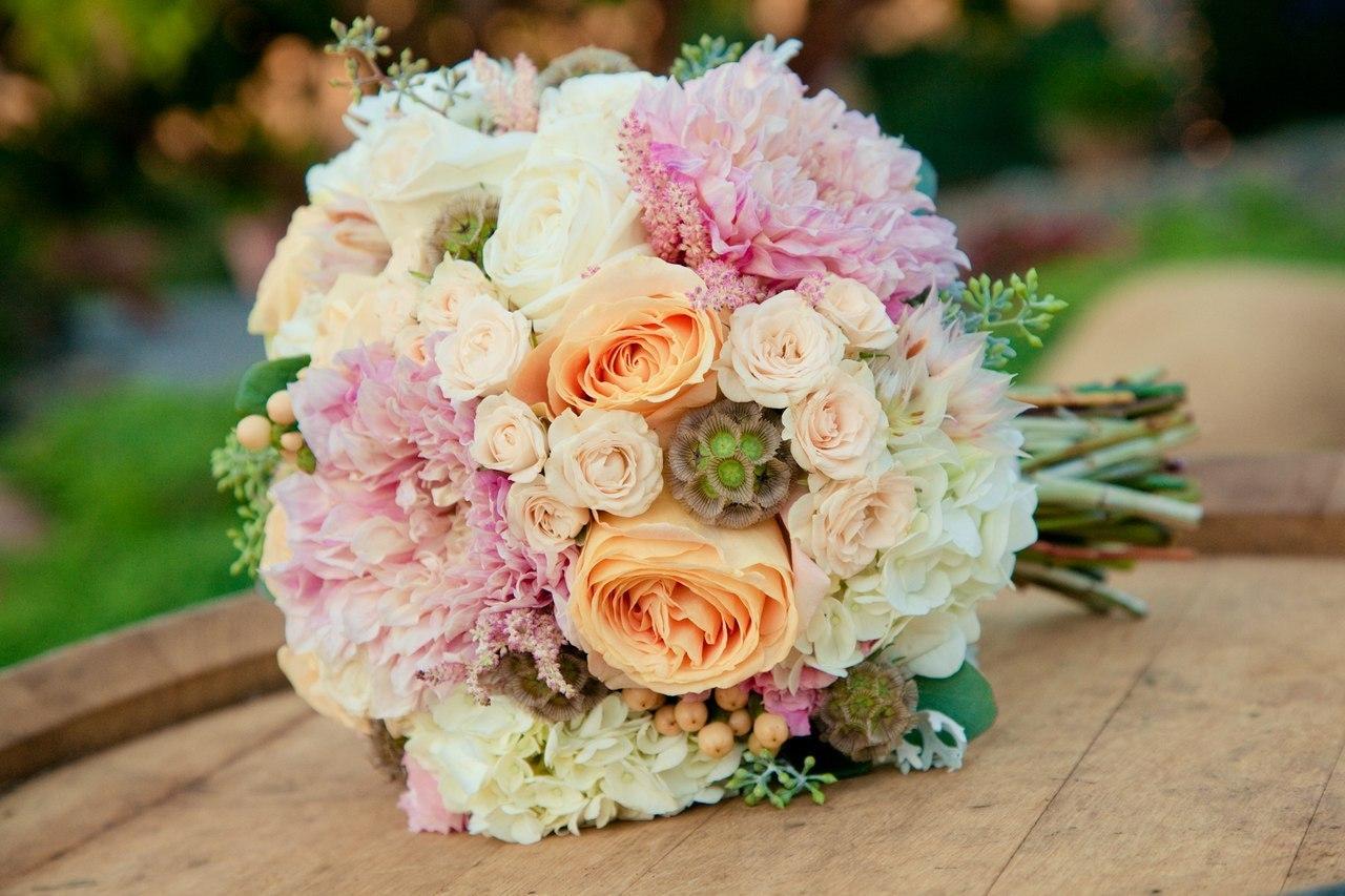Доставка свадебных букетов и шикарных цветов, для